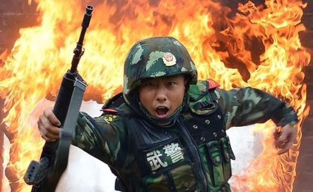 אימון של הצבא הסיני (צילום: ברקופט מדיה)