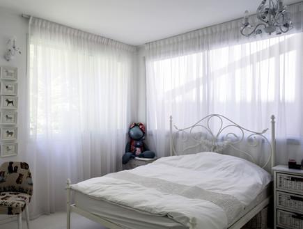 ענת גיא, חדר ילדה