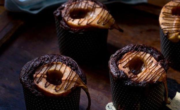 עוגות שוקולד אישיות עם אגסים (צילום: בני גם זו לטובה, אוכל טוב)