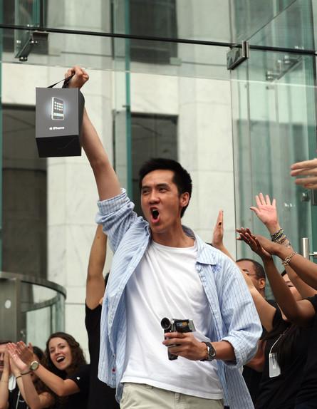 מעריצי אייפון (צילום: Michael Nagle, GettyImages IL)