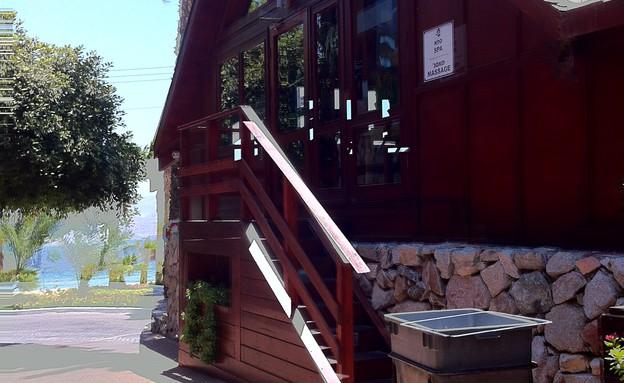 הכניסה לספא (צילום: מערכת)