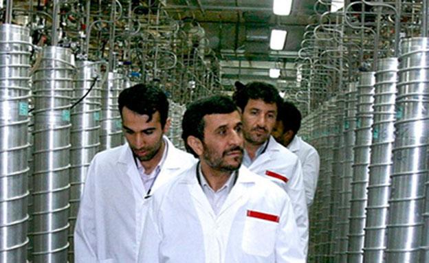 מקים אוניברסיטה לחקר הגרעין. אחמדינג'אד (צילום: איי פי)