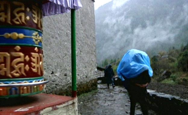 הילד נותר לבדו בנפאל. ארכיון (צילום: חדשות 2)