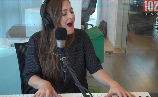 """קרן פלס - לייק וונאקה, ברדיו ת""""א (תמונת AVI: mako)"""