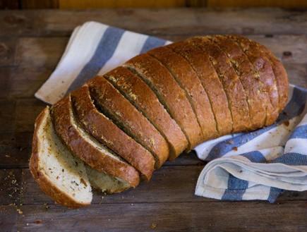 לחם שום מהיר עם הפתעות של אביבה פיבקו (צילום: בני גם זו לטובה, אוכל טוב)