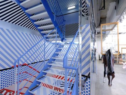 חנויות בגדים, אופן סרמוני מדרגות (צילום: redfishagency)