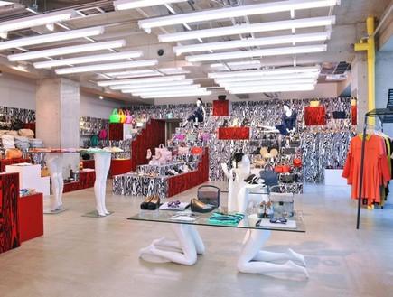 חנויות בגדים, אופן סרמוני רגליים (צילום: redfishagency)