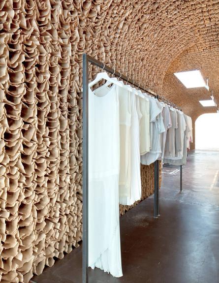 חנויות בגדים, אוון ביגוד לבן (צילום: Juliana Sohn for OWEN)