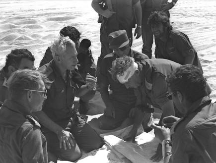 אריאל שרון חיים בר לב ומשה דיין במלחמת יום כיפור (צילום: Getty Images, GettyImages IL)