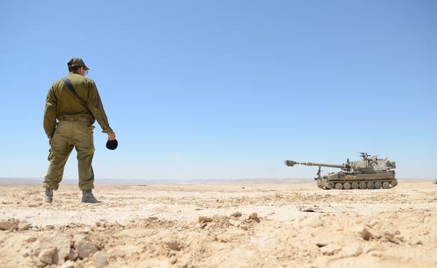 """ניר חייל חרדי (צילום: יעל שלח, עיתון """"במחנה"""")"""