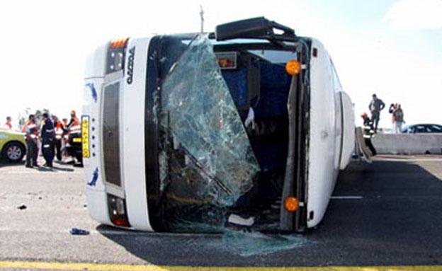 תאונת אוטובוס במחלף אייל (צילום: חדשות 2)