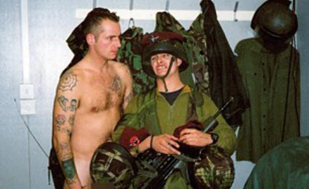 חיילי צבא בריטניה נחשפים (צילום: סטיוארט גריפיטס)