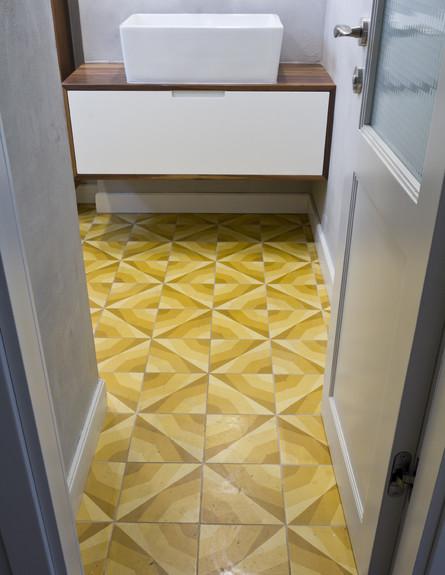 גלית, רצפת שירותים (צילום: רינת שניידובר)
