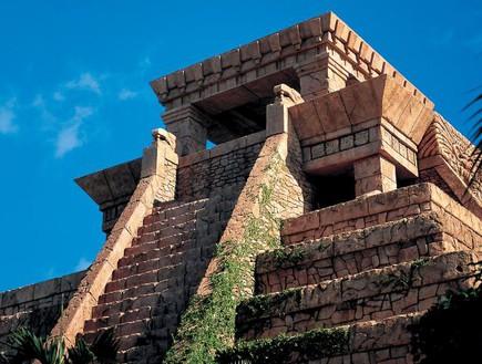 העלייה למקדש, מקדש מגלשה