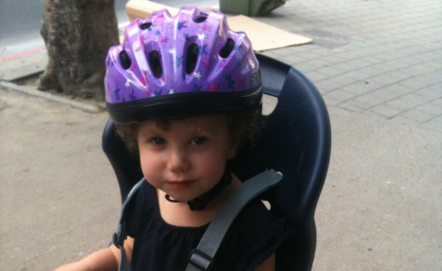 אריאל קידרון על אופניים