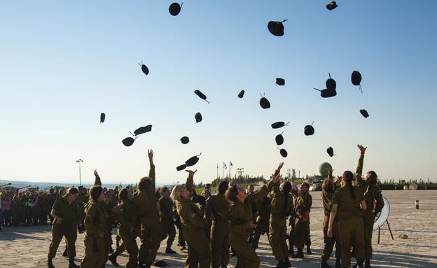 """טקס סיום קורס מדריכות שריון (צילום: דובר צה""""ל)"""