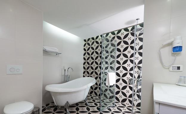חדר האמבטיה בסוויטת הפרימיום, מלון כפר גלעדי