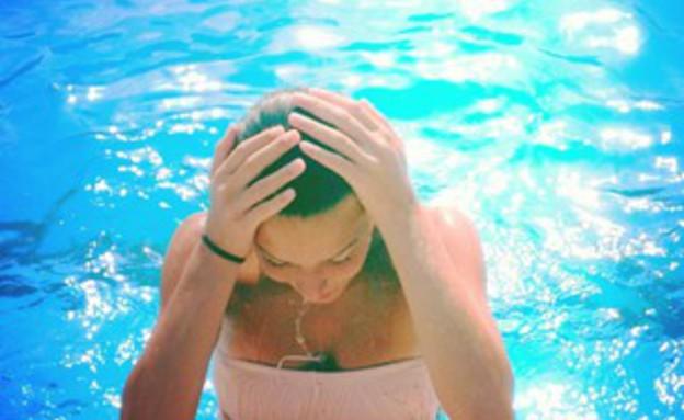 חופשות-בחורה בבריכה 11.8.13 (צילום: האח הגדול)