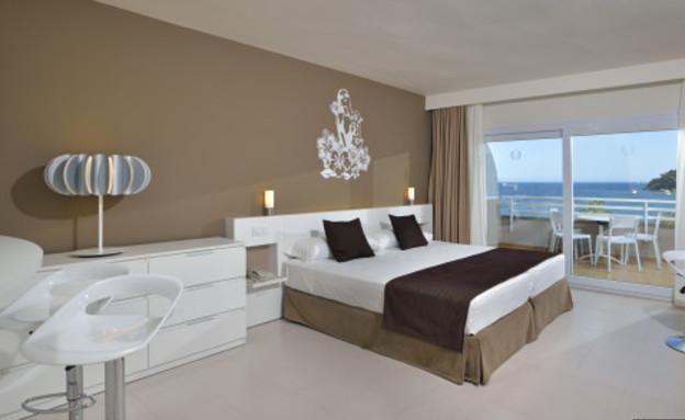 עוד חדר, מלון הטוויטר (צילום: huffingtonpost.com)