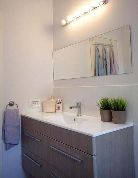 אייר שפירא, אמבטיה גובה (צילום: גיא שרייבר)