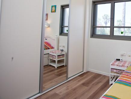 אייר שפירא, חדר ילדה ארון