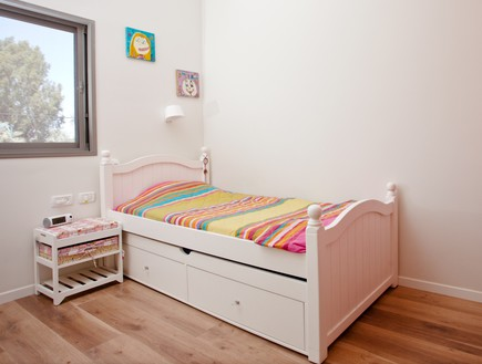 אייר שפירא, חדר ילדה