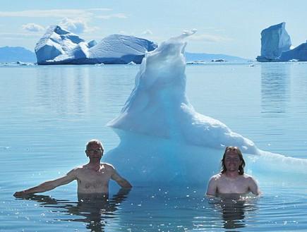 מתקררים בבריכה, גרינלנד