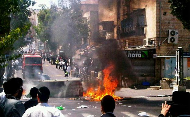 התפרעות חרדים הבוקר בירושלים (צילום: כבאות והצלה מחוז ירושלים)