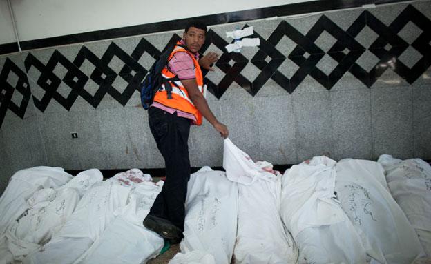 דיווח: 250 גופות נמצאו במסגד (צילום: רויטרס)