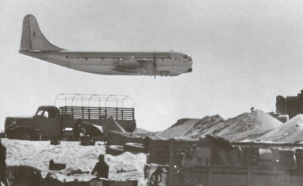 סטרטוקרוזר בטיסה נמוכה (צילום: אתר חיל האוויר)