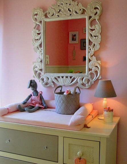 שרון אלון, חדר תינוקת שידה גובה