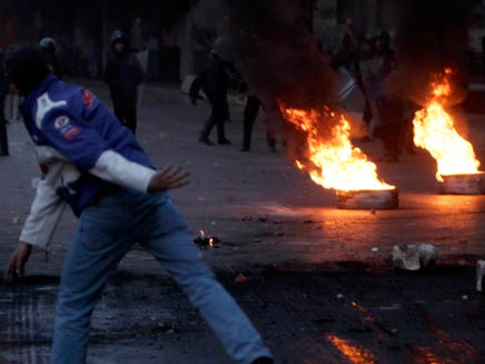 ההשלכות להפגנות במצרים - העמדה לדין (צילום: רויטרס)