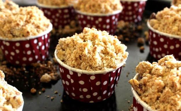 מיני קאפקייקס קפה עם פירורי קינמון ופקאן (צילום: מור כהן, אוכל טוב)