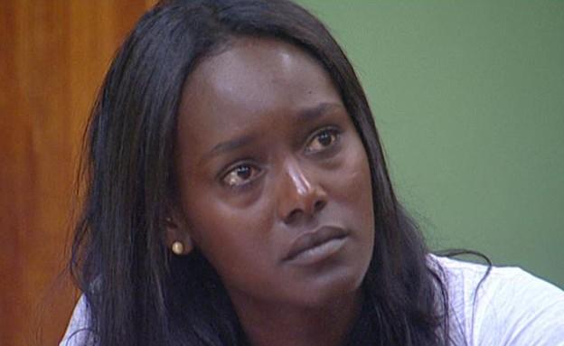 טהוניה פורצת בבכי בבית המשפט (תמונת AVI: mako)