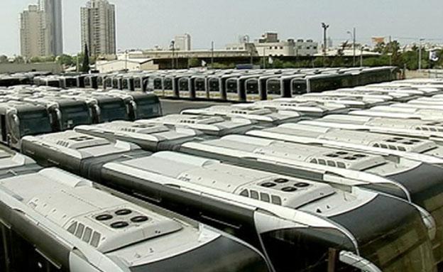 90 אוטובוסים חדשים מעלים אבק בחניון (צילום: חדשות 2)