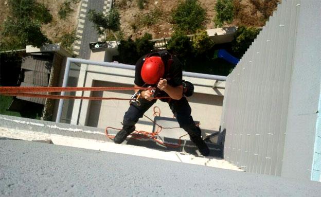 החילוץ בקריית מוצקין, היום (צילום: דוברות כיבוי וחילוץ תחנת חיפה)