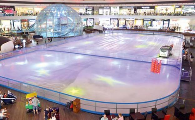 משטח ההחלקה בפארק הקרח באילת (צילום: גילי מצא)