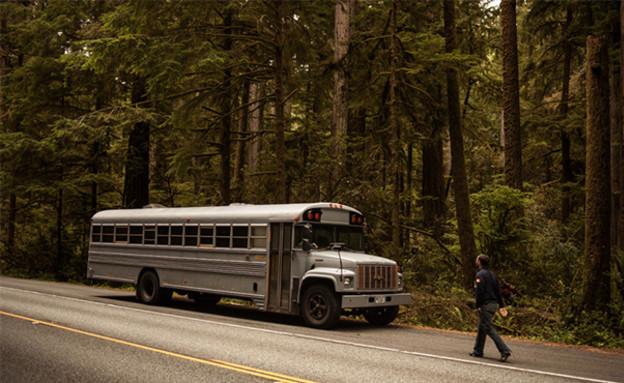 אוטובוס משופץ, חוץ (צילום: Justin Evidon)