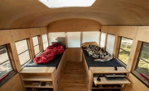 אוטובוס משופץ, מיטות (צילום: Justin Evidon)