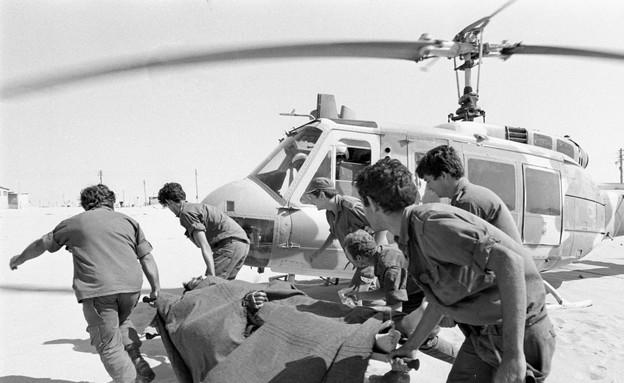 """מלחמת יום כיפור פינוי פצועים  (צילום: אבי שמחוני, ארכיון צה""""ל ומערכת הביטחון)"""