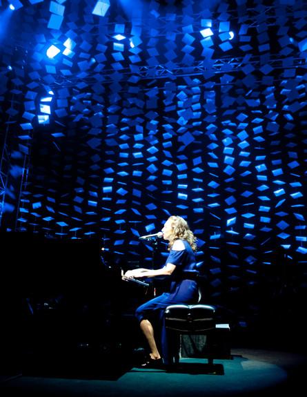 רג'ינה ספקטור בהופעה (צילום: יובל אראל)