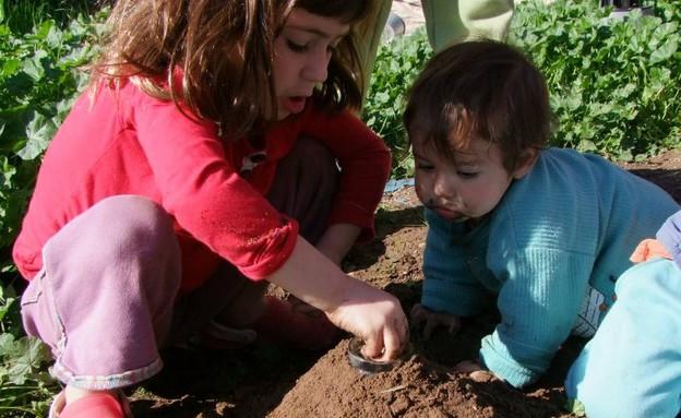 ילדיה של תמר נאמן גולן בטבע (צילום: תומר ושחר צלמים, צילום ביתי)