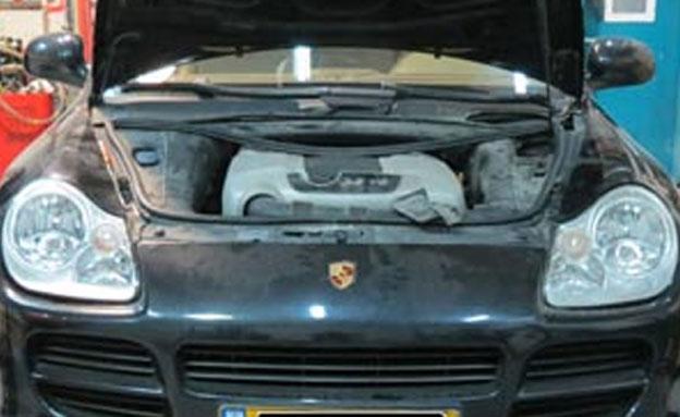 הרכב בו נמצא  הטבק המוברח (צילום: מס הכנסה)