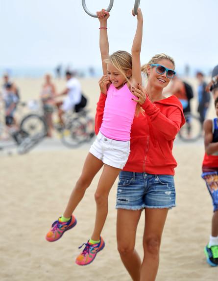 היידי קלום והבת משחקות (צילום: Fern / Splash News, Splash news)