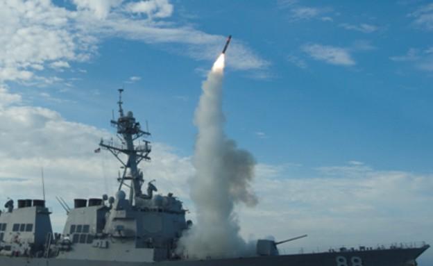 ספינת קרב אמריקאית משגרת טיל טומהוק (צילום: צבא ארצות הברית)