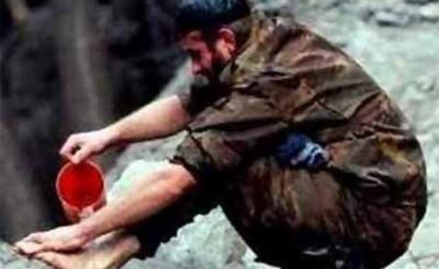 חייל עם רגל שלישית (צילום: illusionspoint)