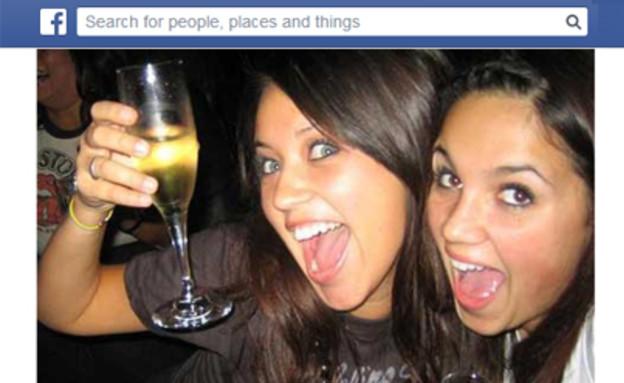 בחורות במסיבה בפייסבוק (צילום: אילוסטרציה)