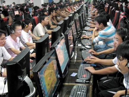גיימרים, מול מחשב