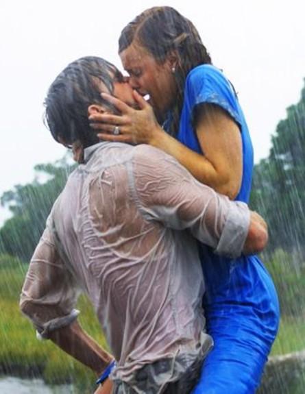 מתנשקים בגשם