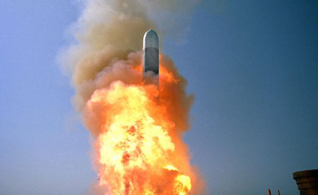 שיגור טיל טומהוק (צילום: הצי האמריקאי)